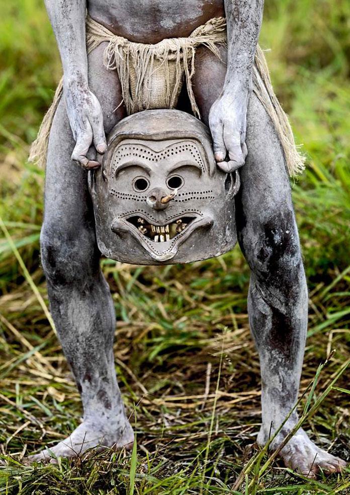 tribu-Asaro-Mudmen-Nouvelle-Guinee01