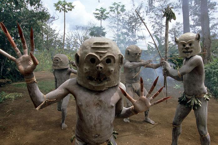 tribu-Asaro-Mudmen-Nouvelle-Guinee03
