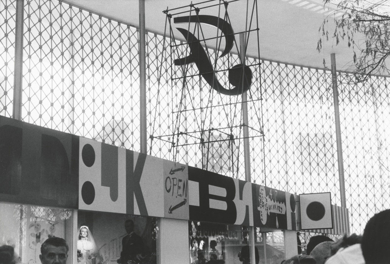 Chermayeff-and-Geismar-Streetscape-U.S-pavilion-Brussels-World-s-Fair-1958-01