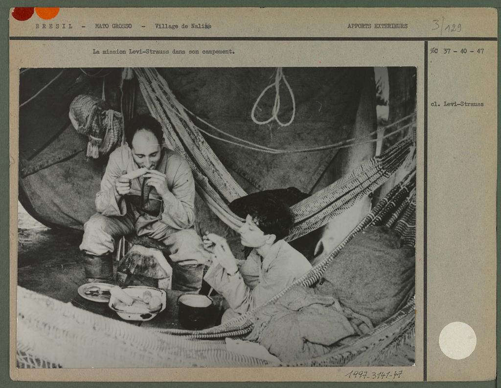 La mission Levi-Srauss dans son campement.