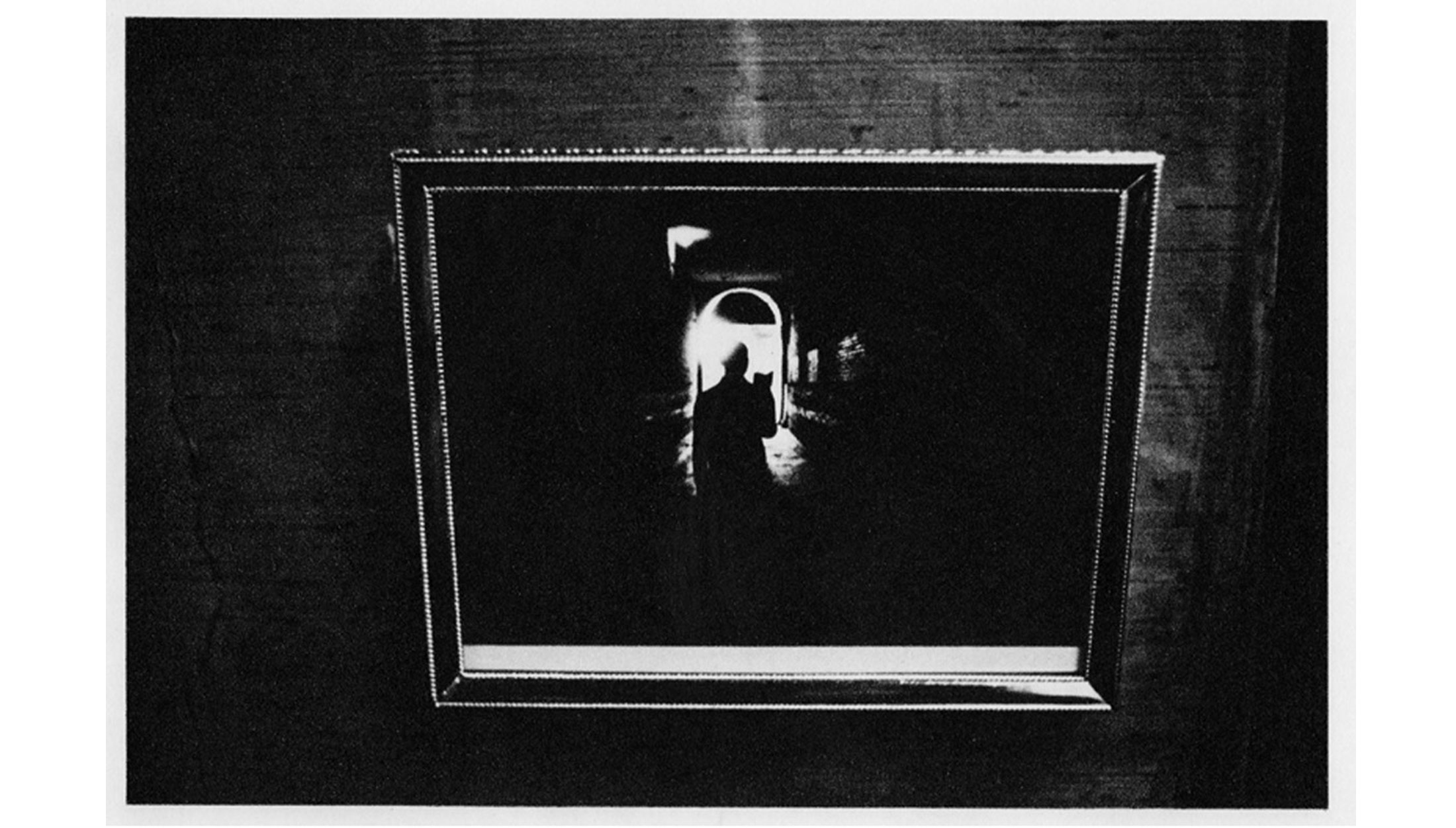 Duane-Michals-Things-are-Queer-Les-choses-sont-bizarres-1973-sequence-photo-07