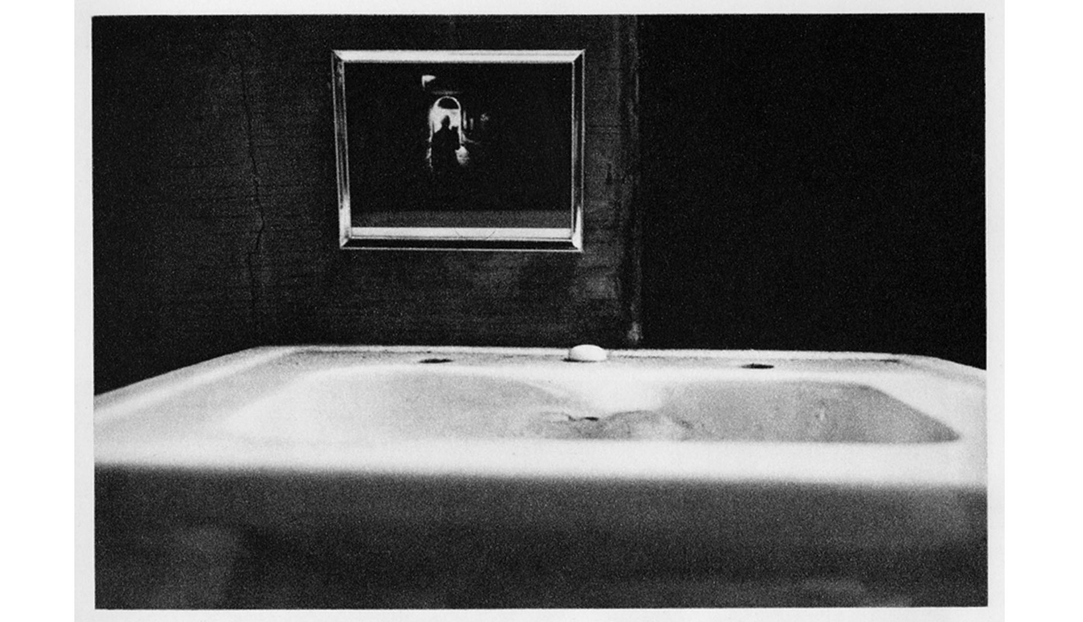 Duane-Michals-Things-are-Queer-Les-choses-sont-bizarres-1973-sequence-photo-08