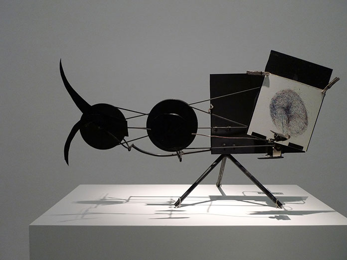 Jean-Tinguely-meta-matic-machine-a-dessiner-00