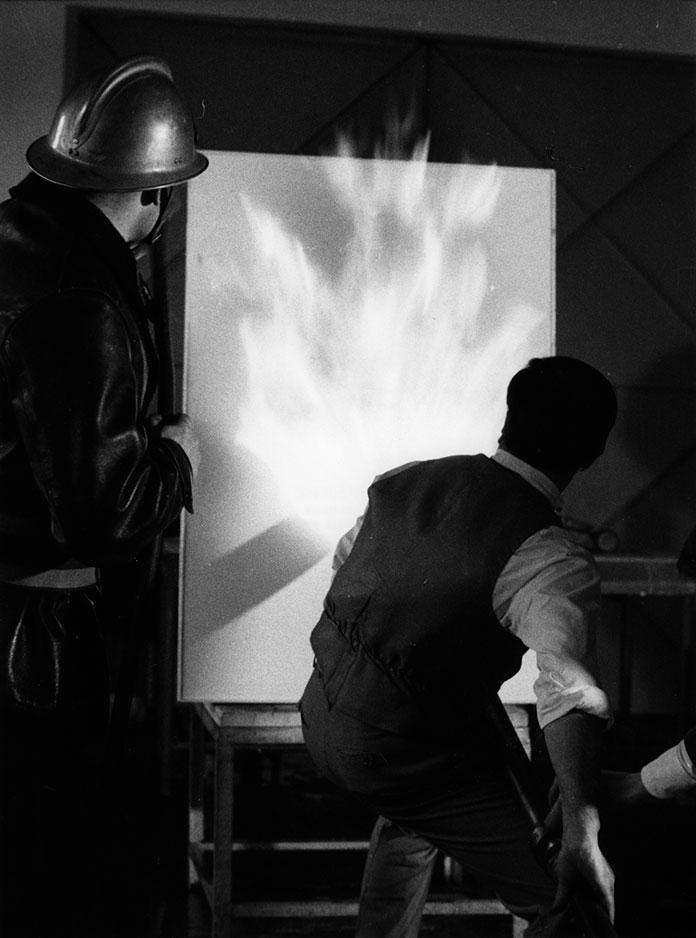 Yves-Klein_Peinture-de-feu-1961_00
