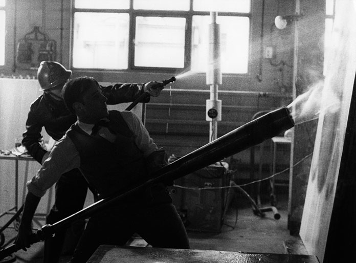 Yves-Klein_Peinture-de-feu-1961_01